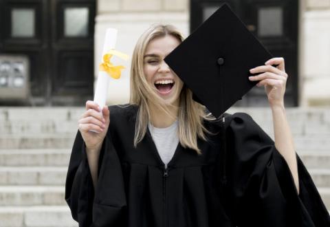 счастливая студентка